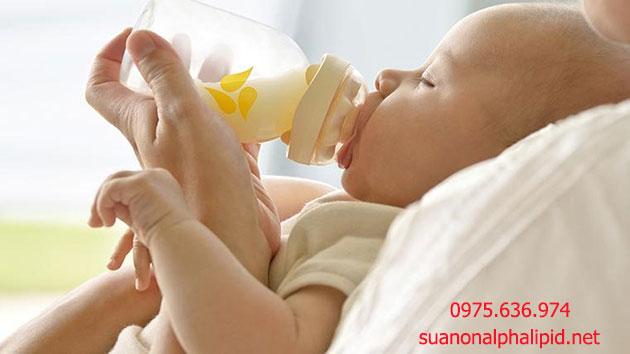 Sữa non khác sữa già như thế nào?